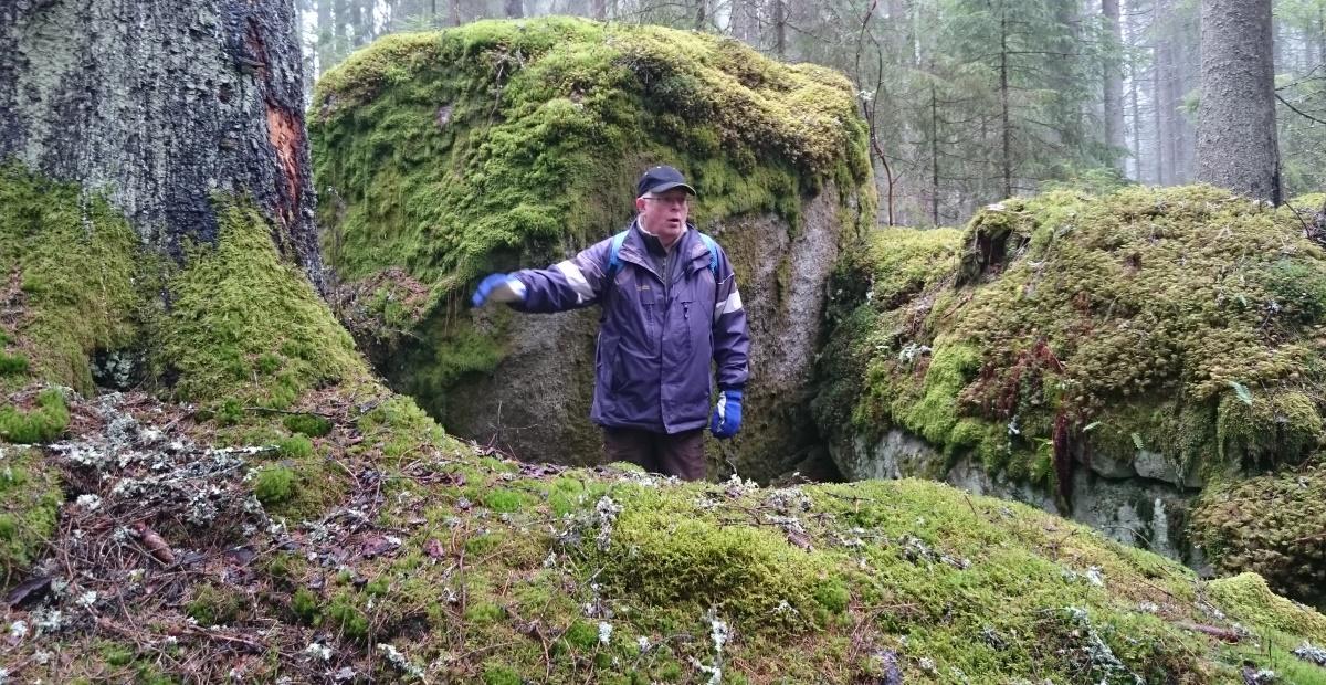 Per Olof berättar om en ruin vid Gällberga.