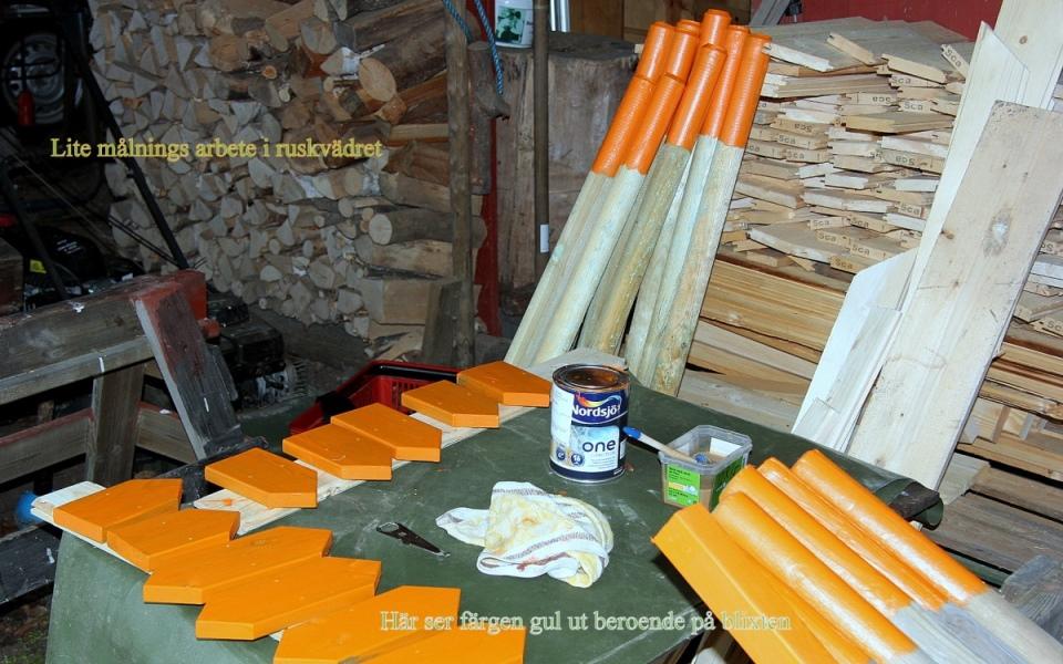 Regnvädersdagar sker förberedelser inomhus. Foto: Åke Jansson.