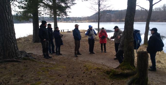 Åke berättar om Degernäs geologi.